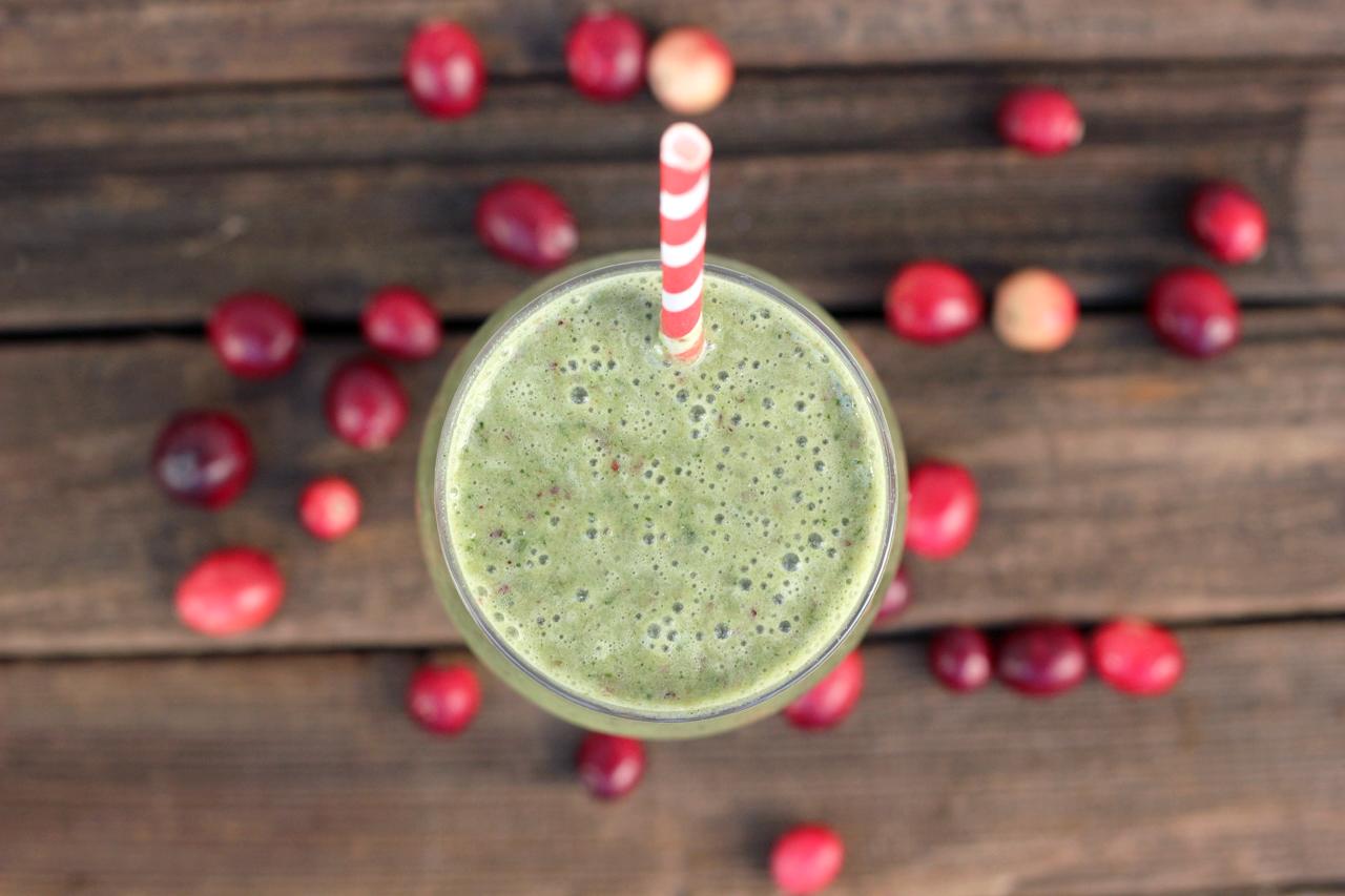 Cranberry Kale Smoothie {Gluten-free, Vegan and Sugar-free} - Tasty Yummies