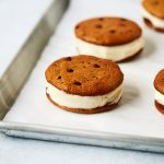 Grain-free Chocolate Chip Cookie Banana Ice Cream Sandwiches {+ Video} – Paleo-friendly
