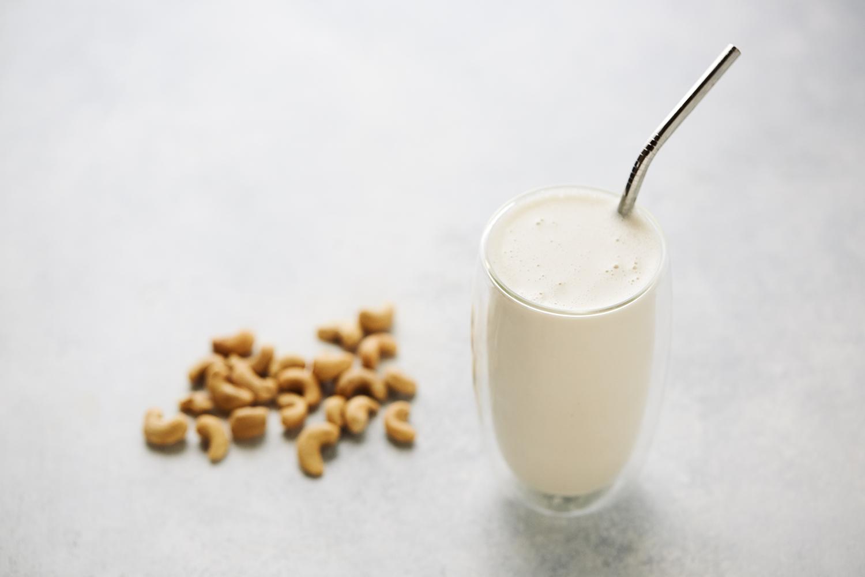 Easy No-Strain Cashew Milk {+ Video} + bonus flavor ideas - Tasty ...